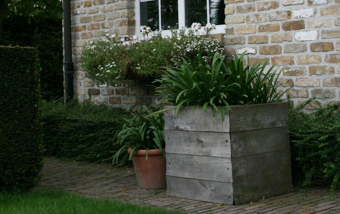 vasari flower box
